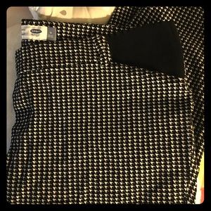 Old Navy maternity houndstooth print pixie
